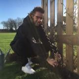 alex klaasen plant met liefde 'de gelaarsde katjes' bij buitengoed de gaard