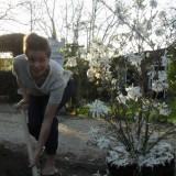 angela schijf plant stermagnolia voor rett syndroom bij buitengoed de gaard