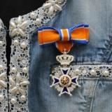 anja versteeg-peters gedecoreerd-onderscheiden ridder in de orde oranje nassau april 2015