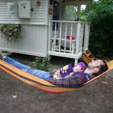 relaxen in de hangmat pipowagen petra foto belle setton