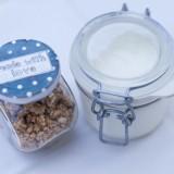cereal-muesli-zuivelproducten bij heerlijk ontbijt verzorgd door mélange heythuysen bij vakantiehuis buitengoed de gaard fotografie belinda keulen