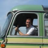 harry, de chauffeur van de oldtimer (1959) bus in leudal, hartje limburg