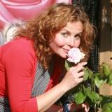 maaike widdershoven koestert de aspects of love rozen foto mischa muijlaert juni 2014