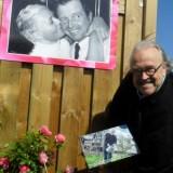 maurice hermans eert de 'meer dan 24 rozen in 't graas van de wei', geplant voor rietje en toon hermans bij buitengoed de gaard 12-09-2014