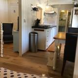 pipowagen deluxe met twee bedstedes, woonkamer, keuken, badkamer voor alle jaargetijden met cv en airco buitengoed de gaard