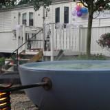 pipowagen deluxe met hot-tub buitengoed de gaard