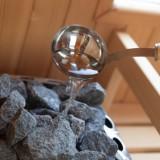 reguleer zelf de warmte dmv geurend opgietwater, privé sauna. gebruik voor gasten van buitengoed de gaard fotografie belinda keulen