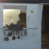 sauna in pipowagen wellness in het weiland bij buitengoed de gaard